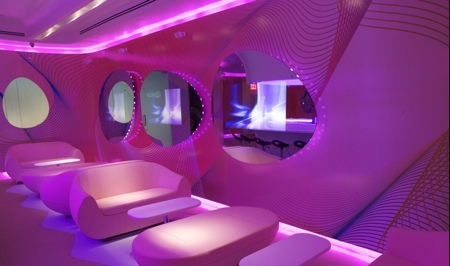 Restaurant kurve new york by karim rashid la bulle - Bar moderne a new york avec design en forme de bulle ...